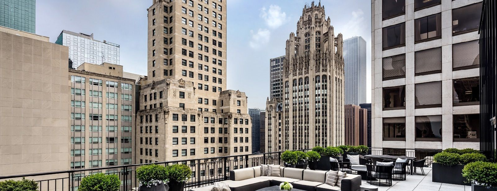 Hotel Rooms in Chicago - Gwen Lux Suite Terrace